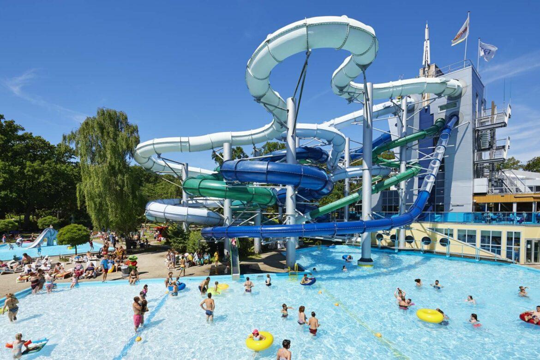 Zwembad Met Glijbaan.De 7 Leukste Vakantieparken Met Zwembad En Glijbanen
